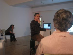 Jean-Pierre Gauthier lors de la causerie-conférence qui a eu lieu à l'Atelier Silex le 5 mars dernier. Photo: N. Tranchemontagne