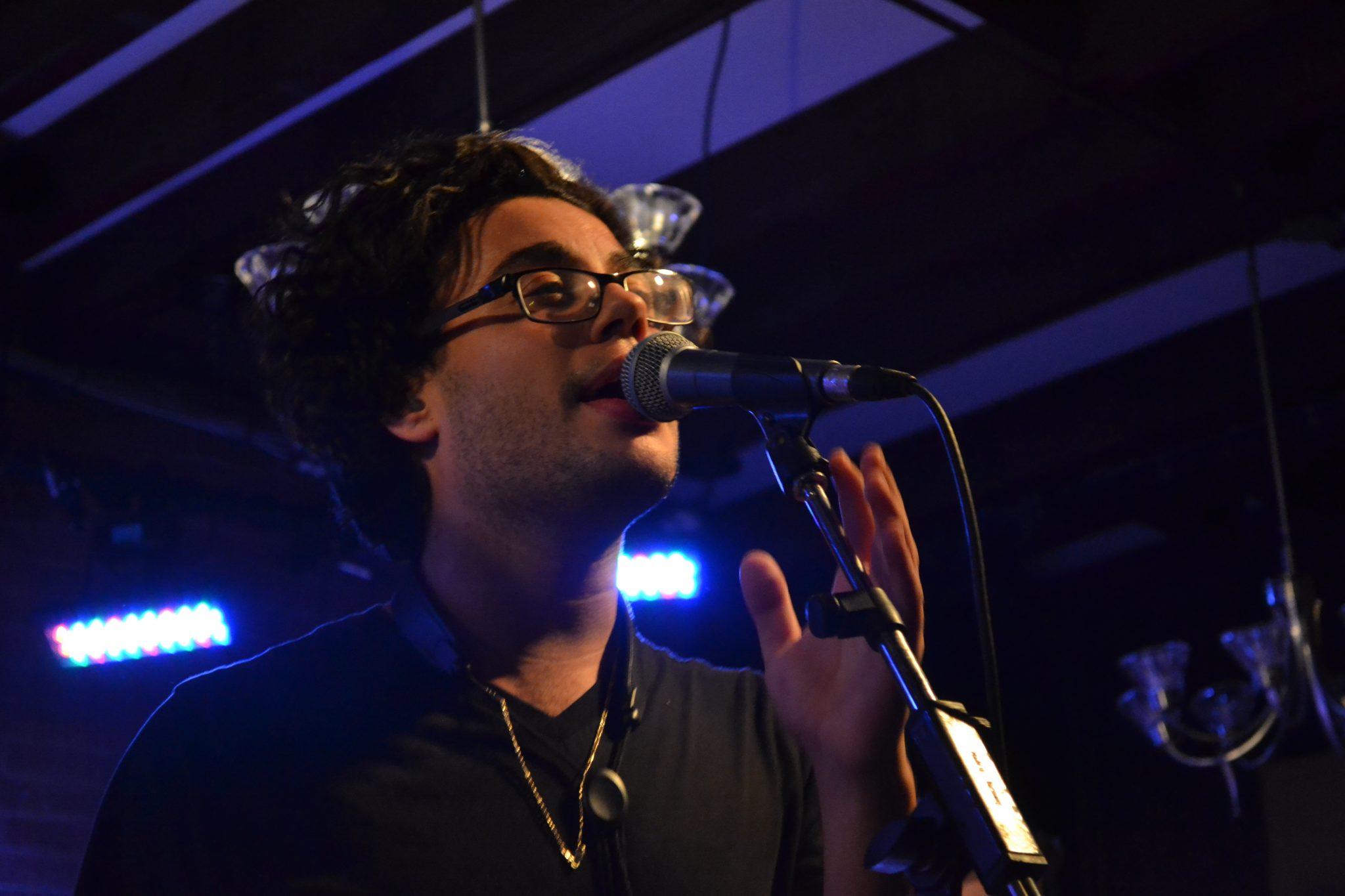 Le chanteur Nick Ferraro a charmé le public par sa voix douce et mielleuse, mais puissante ainsi que par son épique solo de saxophone. Photo: A. Lemieux