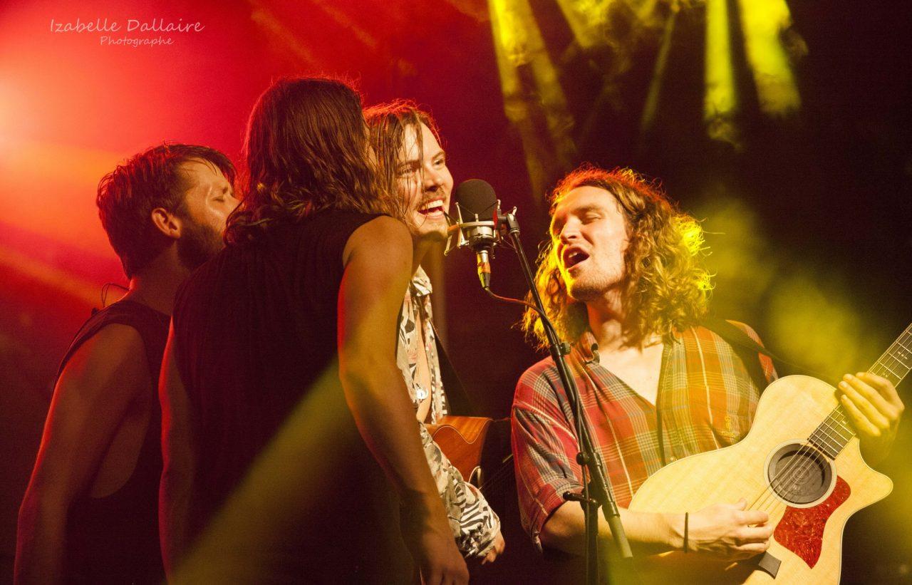 Les membres de Half Moon Run chantent à l'unisson lors du rappel. Photo: Izabelle Dallaire
