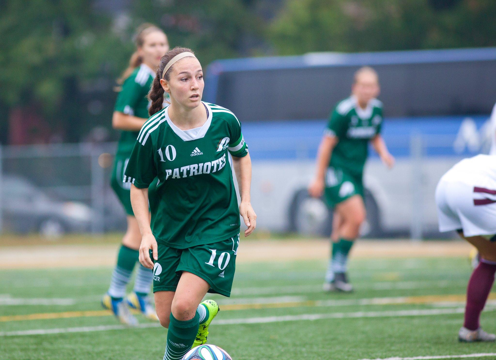 Jessica Desjardins de L'équipe de soccer féminin en action lors de la partie du 30 septembre dernier. Photo: Patriotes
