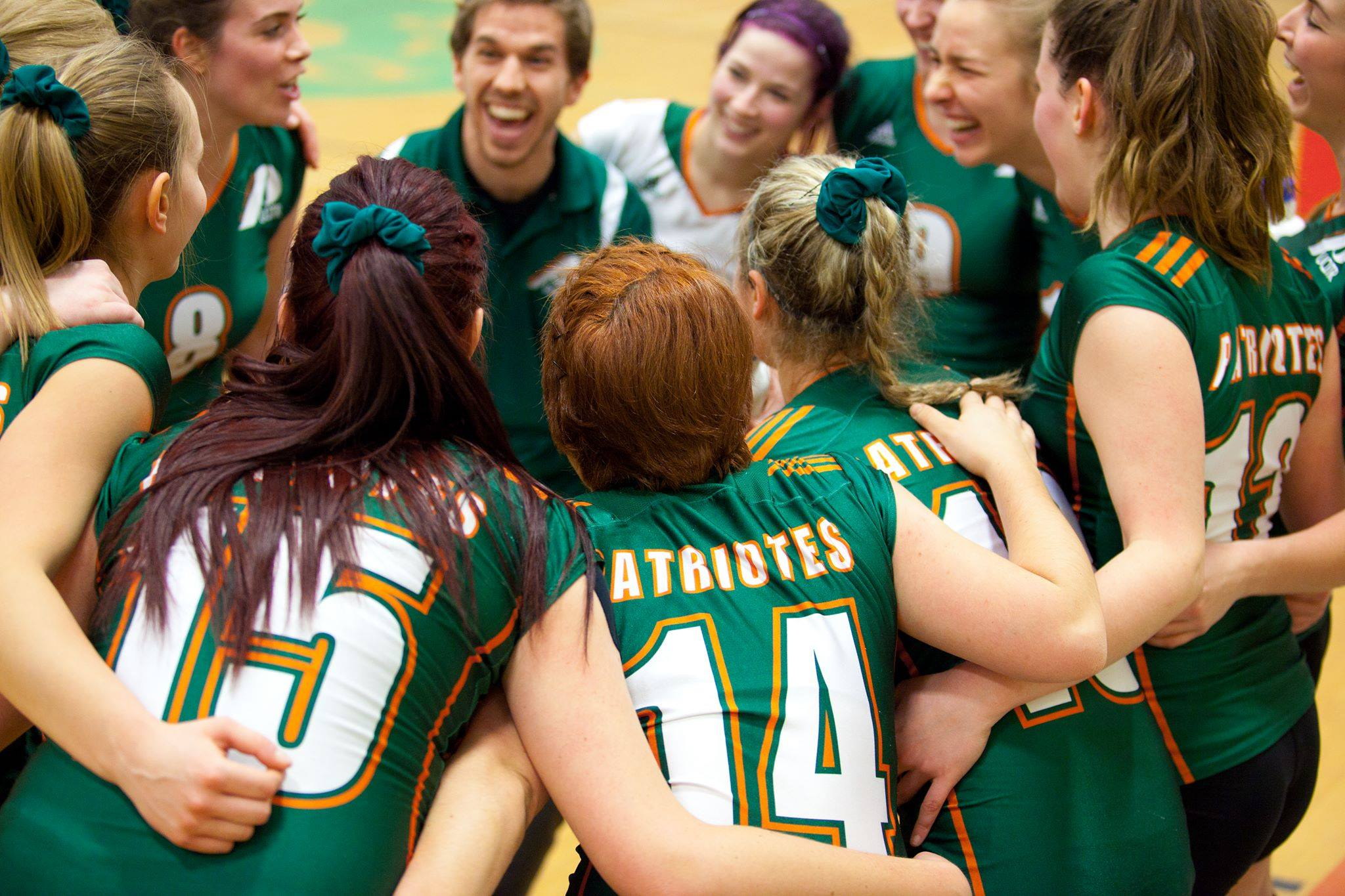 L'équipe féminine de Volleyball lors de la partie du 4 novembre dernier à l'UQAC. Photo: Patriotes