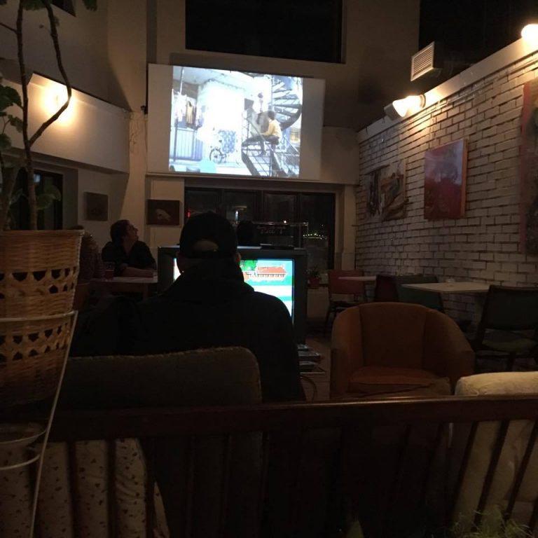 Projection des Appendices au Café Frida: Un avant-goût de Réveillon