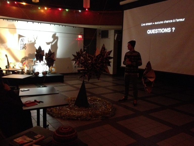 Ateliers en arts numériques: Un réseau humain pour des cracks du virtuel