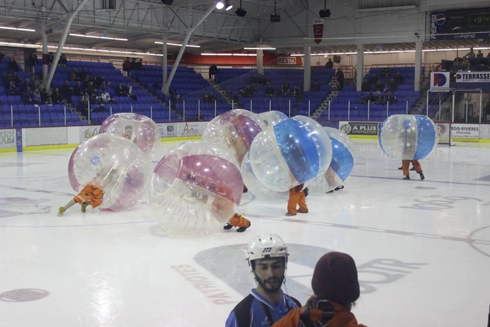 Un spectacle de «ballounes« offert par l'association des étudiants en ingénierie de Trois-Rivières. Photo: Comité organisateur du Carnaval