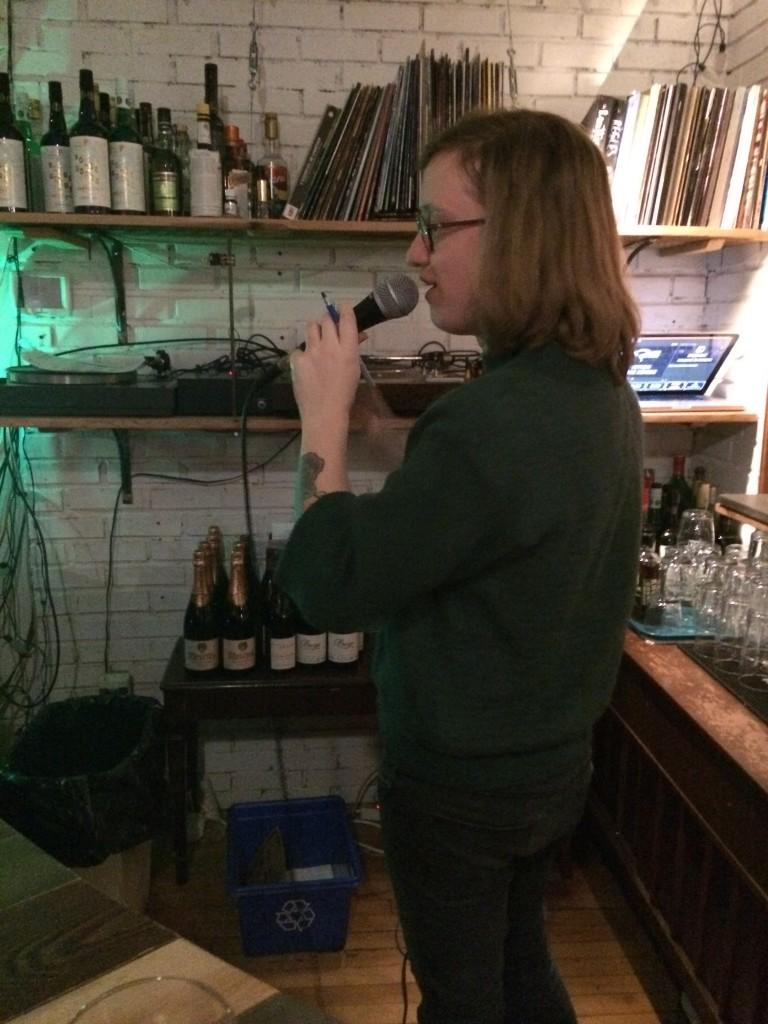 L'animateur du Pub Quiz au Café Frida, Louis-Philippe Cantin. Photo: Marc-André Arsenault