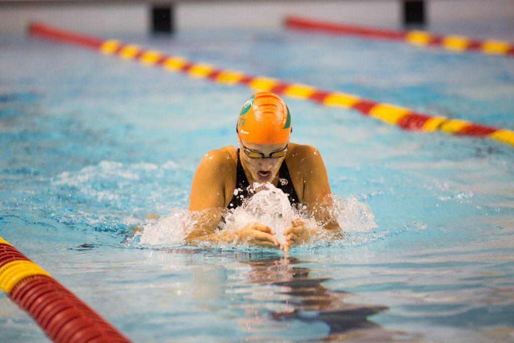 Justine Ricard, nageuse de deuxième année chez les Patriotes, s'est démarquée tout au long de la saison avec une récolte de cinq médailles. Photo: Ariane Samson