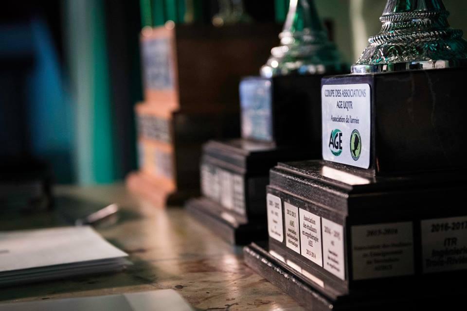 Le 12 avril dernier, les étudiant.e.s méritant.e.s membres de l'AGE UQTR ont été récompensé.e.s pour leur travail acharné. Photo: Simon Lahaye